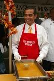 Antonio Villaraigosa Photo - Antonio Villaraigosaat the Los Angeles Missions Thanksgiving Meal Skid Row Los Angeles CA 11-23-05