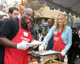 Page Kennedy Photo - Page KennedyDarryl HannahCelebrities Help to serve Thanksgiving Dinner to the homeless at the LA Mission in Downtown LALos Angeles CANovember 23 2005