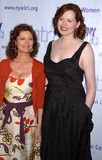 The Matrix Photo - Photo by Walter Weissmanstarmaxinccom20064306Susan Sarandon and Geena Davis at the 2006 Matrix Awards(NYC)