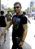 Andy Whitfield Photo - Andy Whitfield arriving at his hotel in San Diego after attending Comic Con in San Diego CA 72111