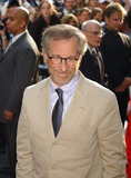 Steven Spielberg Photo - NEW YORK JUNE 32 2005    Steven Spielberg taking pictures at the premiere of War of the Worlds at the Ziegfeld Theater in New York