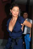 Jon Stewart Photo - Ashley Judd exits Jon Stewart Show in New York June 2004
