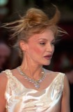 Arielle Dombasle Photo - French actress ARIELLE DOMBASLE at the closing ceremony and awards for the 54th Cannes Film Festival20MAY2001  Paul SmithFeatureflash