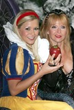 Toyah Willcox Photo - Milton Keynes Suzanne Shaw and Toyah Willcox at a photocall for the pantomime Snow White held at Milton Keynes TheatreThe ex Hearsay (Popstars 2001 winners) singer is playing the lead31 August 2005Keith MayhewLandmark Media