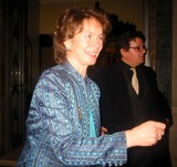 Celia Imrie Photo - Claridges Hotel LondonCelia Imrie spotted outside the hotelDate 19th March 2005Picture by ZacLandmark Media