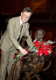 Alex Jennings Photo - London UK Alex Jennings lays flowers on Noel Cowards statue at The Theatre Royal Drury Lane for the Noel Coward Societys Annual Ceremony15 December 2007Ali KadinskyLandmark Media