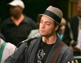 Amos Lee Photo - Amos Lee Performs on the  Today Show  in the Plaza at Rockefeller Center in New York City 6-2-2005 Photo Byrick Mackler-rangefinders-Globe Photos Inc