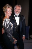 Kenny Rogers Photo - Kenny Rogers and Marianne F1556 1985 Kennyrogersretro Photo by Globe Photos Inc