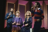 Anne Murray Photo - Glen Campbell with Anne Murray Barbara Mandrell Brad Markel 1983 E8697d Supplied by Globe Photos Inc