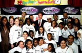 Eddie F Photo - ARNOLD SCHWARZENEGGER RAH DIGGA EDDIE FAND KIDS FROM AFTER SCHOOL PROGRAMK29595RM    SD0313ARNOLD SCHWARZENEGGER VISITS NEW YORKINNER-CITY GAMES AND POWER 1051AFTER SCHOOL PROGRAMIN HARLEM AND JOINS RAPPERS AND NYC TEENS TOLAUNCH NEW AFTER SCHOOL BOOK CLUB DE WITT CLINTON CENTER NEW YORK CITYPHOTORICK MACKLER  RANGEFINDER  GLOBE PHOTOS INC 2003