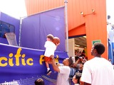 AC Green Photo - Sd08042002 Celebrate National Kidsday at the Santa Monica Pier (080402) Derek Fisher Helping a Kid to Shoot Photomilan RybaGlobe Photos 2002 (D)