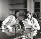 Gig Young Photo - Gig Young and Elizabeth Montgomery at Home Photo Larry Barbier JrGlobe Photos Inc