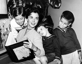 Shirley Temple Black Photo - Shirley Temple Black and Children Linda Susan Lori and Charles Jr 1958 Supplied by Globe Photos Inc